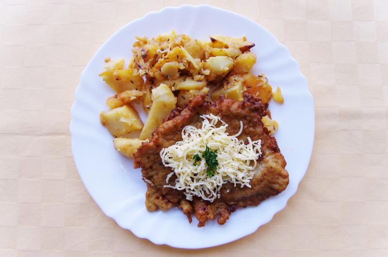 Čiernohorský rezeň, pečené zemiaky