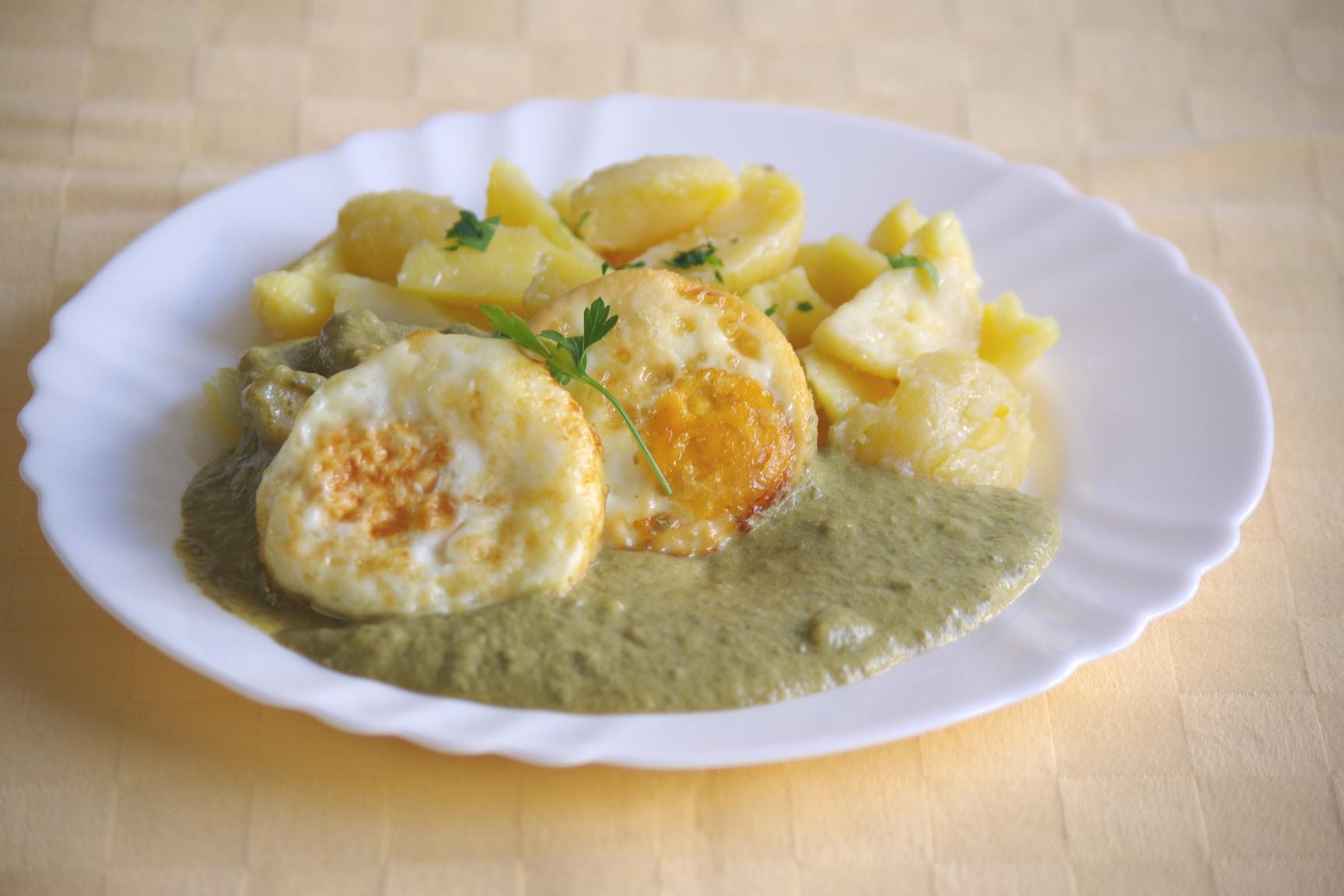 Šťaveľový prívarok s volským okom, zemiaky s vňaťou