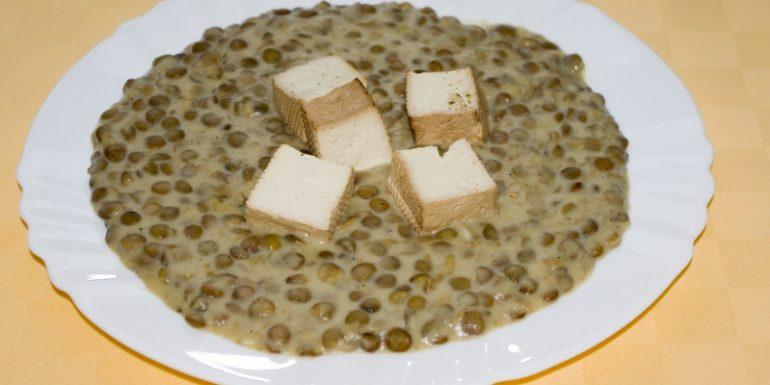 Šošovicový-prívarok-s-tofu-kockami