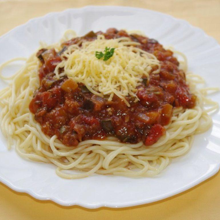 Špagety-s-balkánskou-zeleninovou-zmesousyr