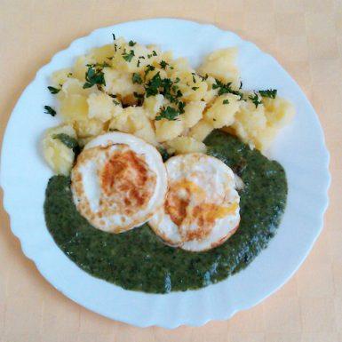 Špenátový-prívarok-s-volským-okom-zemiaky-s-vňaťou