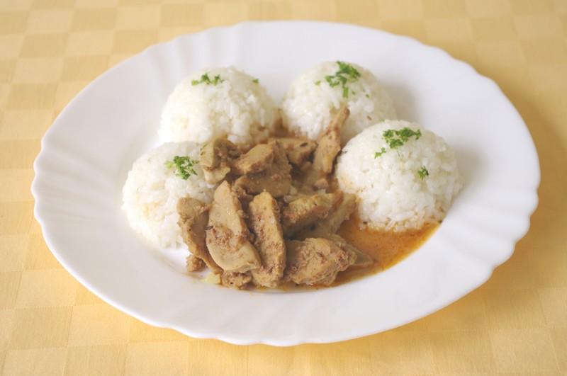 Býčie žľazy restované na cibuľke,ryža.