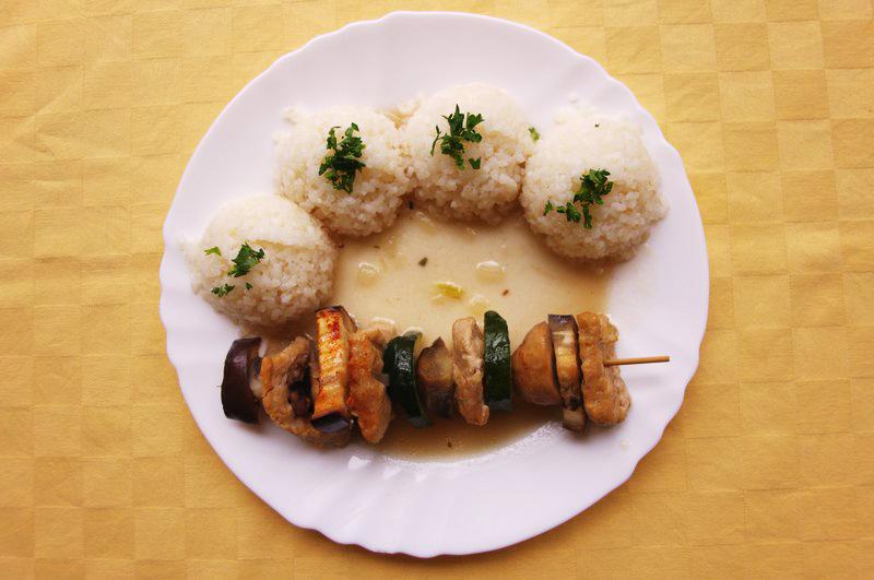 Balkánska vegetariánska ihla s kuracím Goody foody, ryža