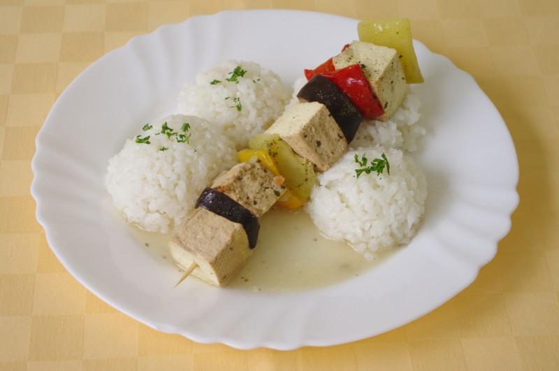 Balkánska vegetariánska ihla s tofu syrom, ryža