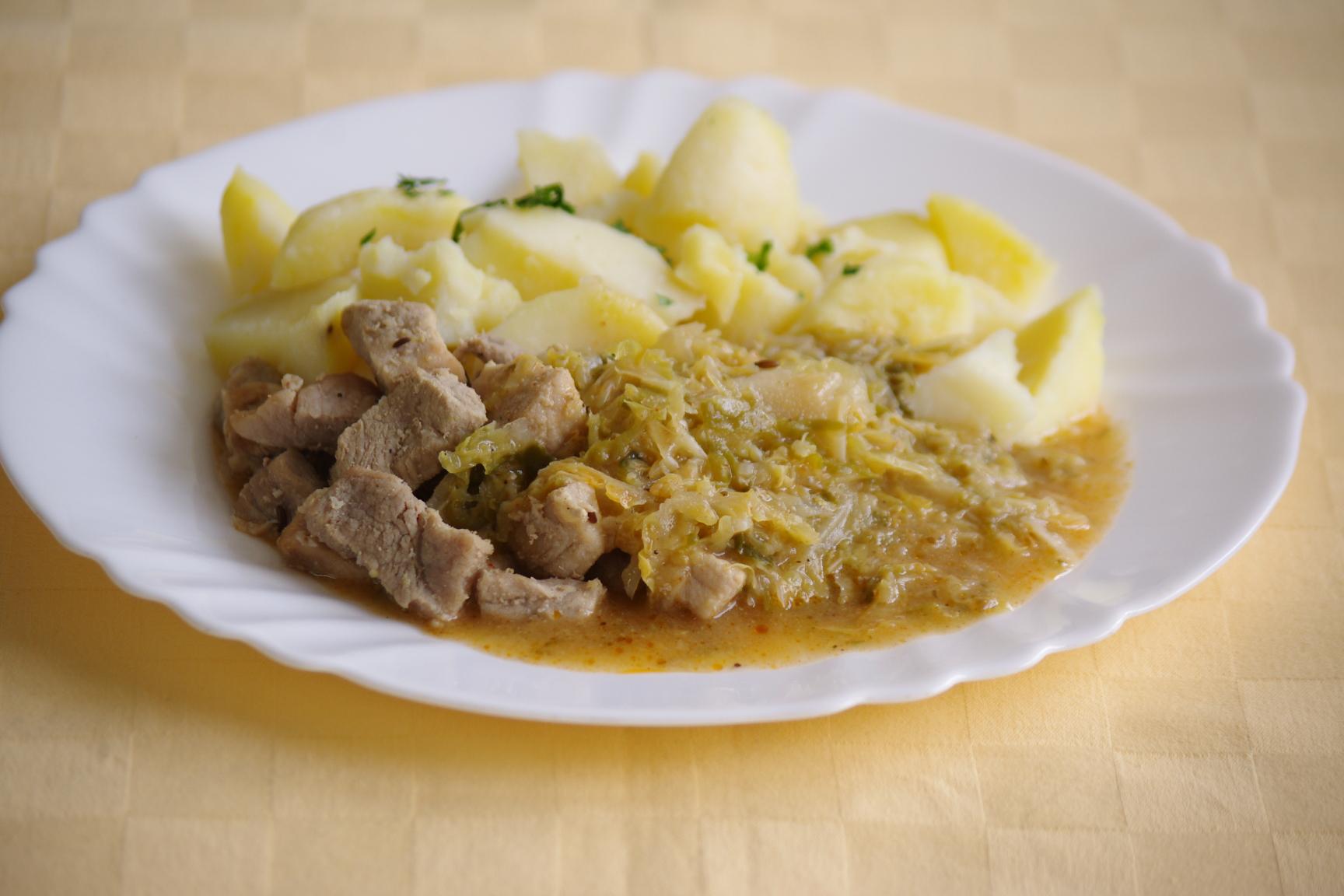 Bravčové mäso v keli, zemiaky s vňaťou