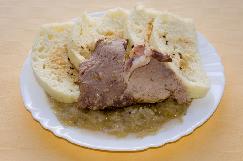 Brav. pečené mäso, kapusta knedľa
