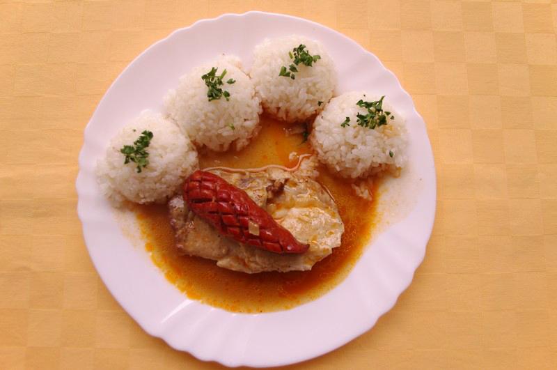 Bravčový debrecínsky rezeň, ryža