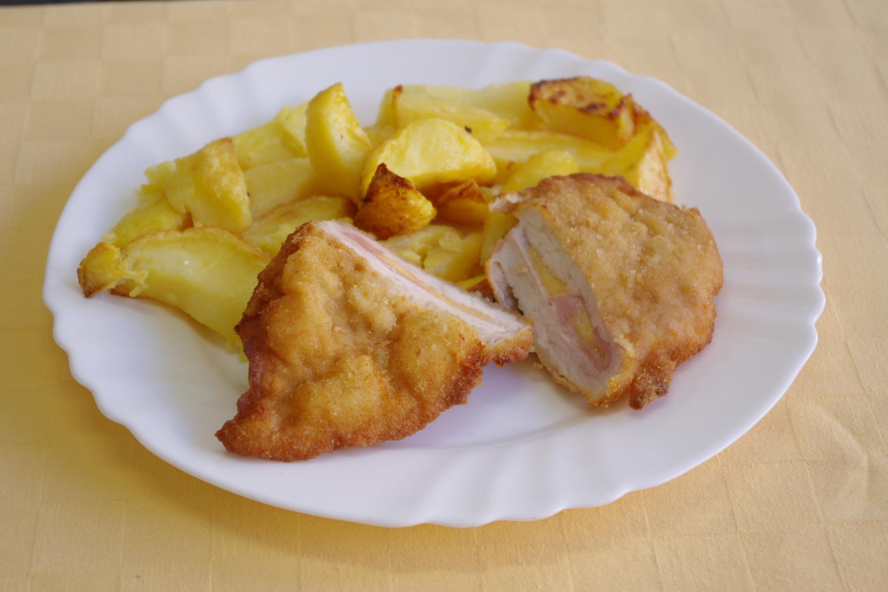 Bravčový rezeň Gordon bleu, pečené zemiaky