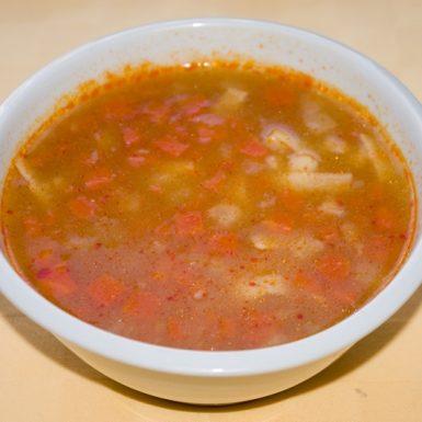 Cícerová-polievka-so-širokými-rezancami