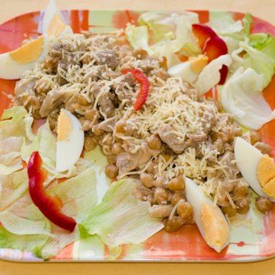 Cícerový-šalát-s-bravčovou-panenkousyrom-a-vajíčkom1