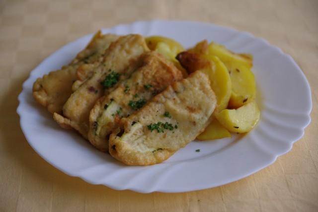 Cuketa v pikantnom cestíčku, pečené zemiaky