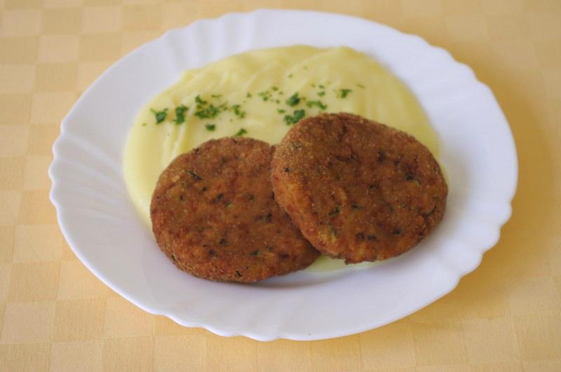Cuketové karbonátky s ovsenými vločkami,zemiaková kaša.