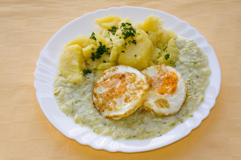 Cuketový prívarok s volským okom, zemiaky