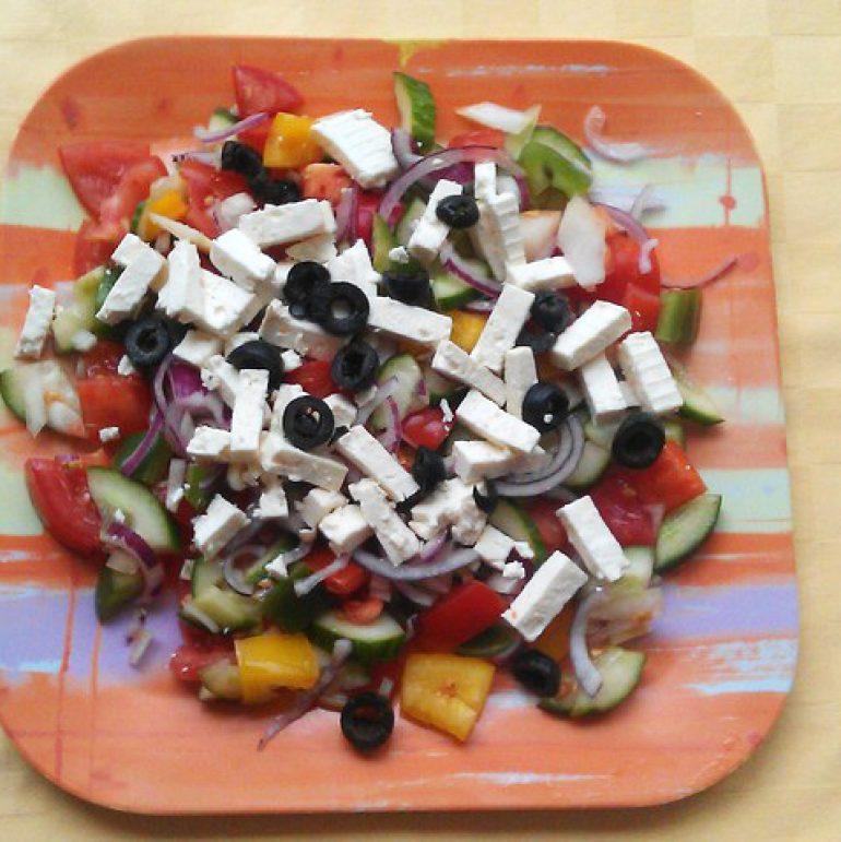 Grécky-šalát-so-syrom-feta