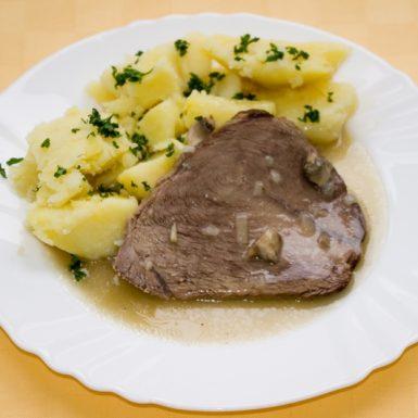 Hovädzia-pečienka-na-šampiňónoch-zemiaky-s-vňaťou