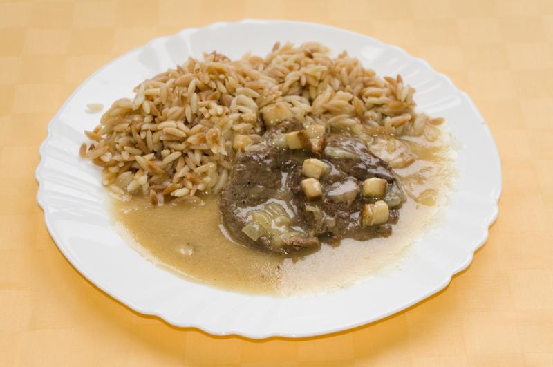 Hovädzie filé na slanine a horčici, slovenská ryža