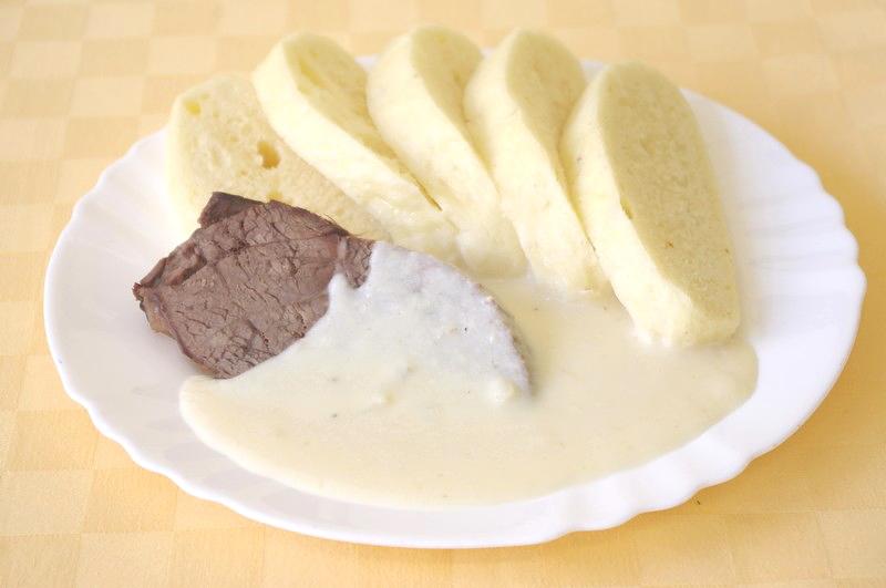 Hovädzie varené s chrenovou omáčkou, knedľa
