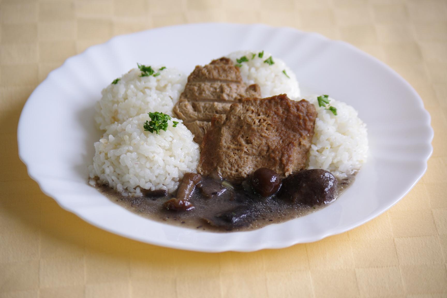 Hovädzí plátok Goody Foody so zmesou húb, ryža