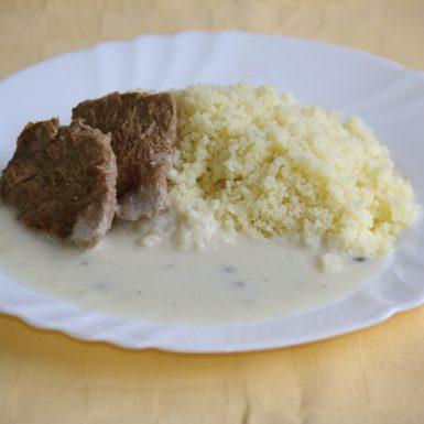 Hov.steak-goody-foody-s-omáčkou-zo-zeleného-koreniakuskus