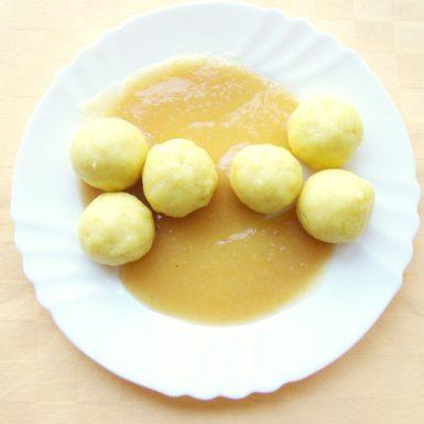 Jogurtové-guľky-s-jablkovým-pyré