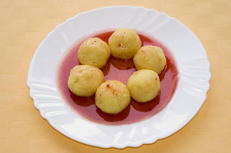 Jogurtové knedličky s jahodovou omáčkou