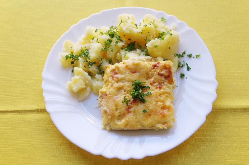 Karfiolový nákyp, zemiaky s vňaťou