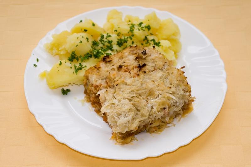 Koložvárska kapusta s robi mäsom, zemiaky s vňaťou