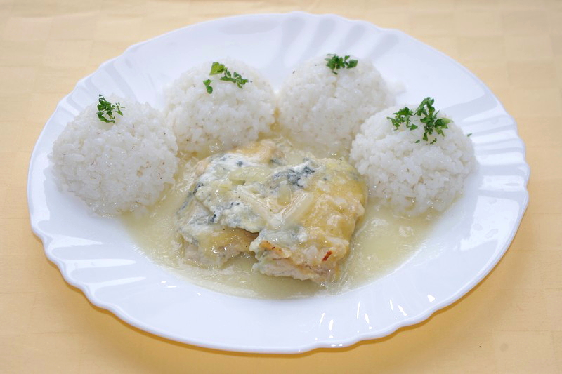 Kurací plátok Goody Foody zapečený so syrom niva, ryža