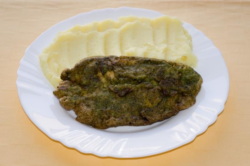 Kurací rezeň v špenátovom cestíčku,zemiak.kaša.