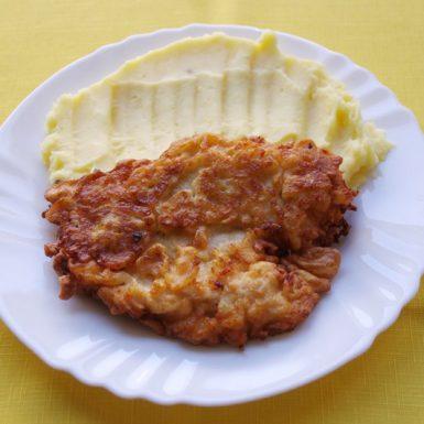 Kurací-rezeň-v-cestíčku-z-údeného-syra-zemiaková-kaša2