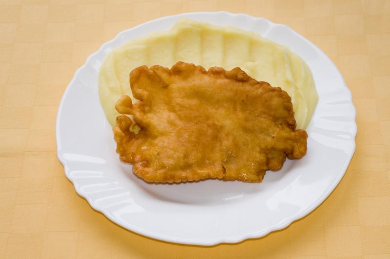 Kurací rezeň v syrovom cestíčku, zemiaková kaša