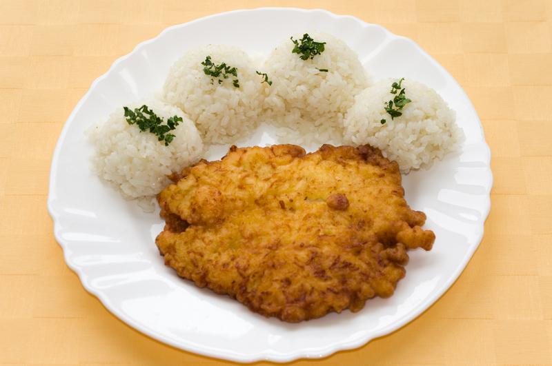 Kurací rezeň v syrovom cestíčku, ryža