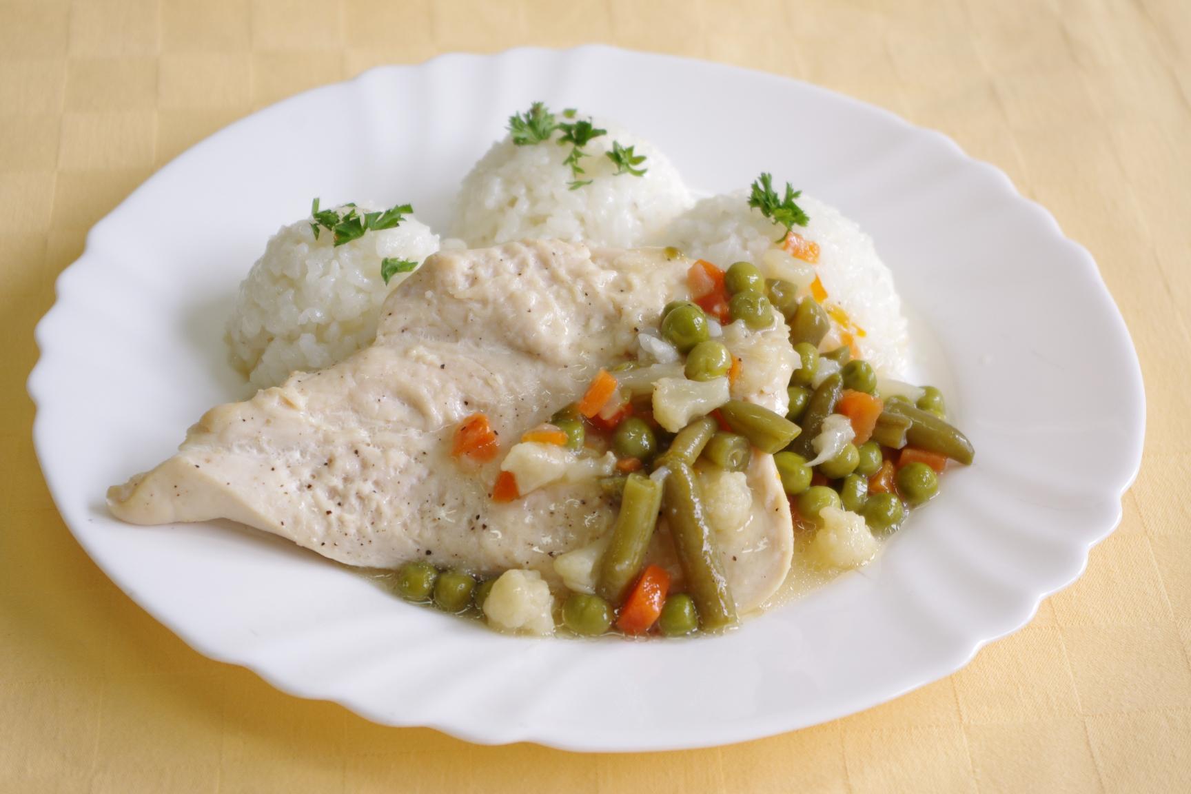 Kurací steak na jarnej zelenine, ryža