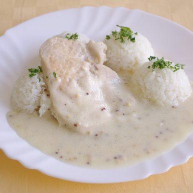 Kurací-steak-s-omáčkou-z-celozrnnej-horčice-ryža-hlávkový-šalát