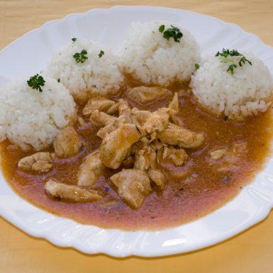 Kurací-tokáň-na-maďarský-spôsob-ryža