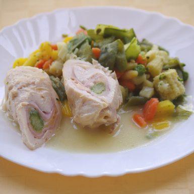 Kurací-závitok-so-šunkousyrom-a-špargľoudusená-zelenina
