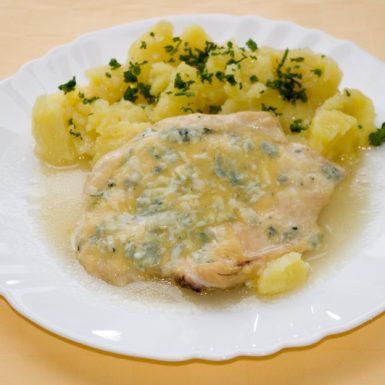 Kuracie-prsia-zapečené-so-syrom-Niva-zemiaky-s-vňaťou