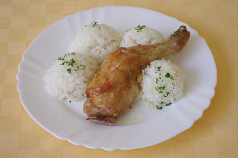 Kuracie stehno pečené na zbojnícky spôsob, ryža