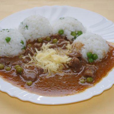 Mexický-guláš-so-syromhrášková-ryža