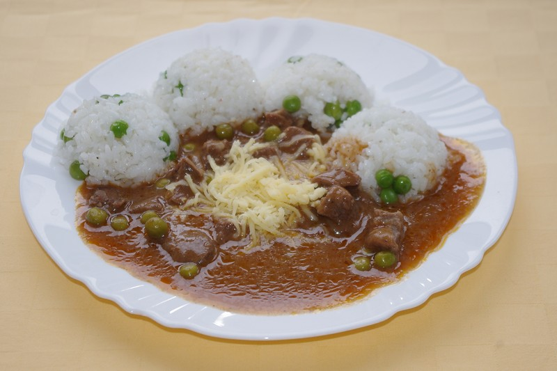 Mexický guláš so syrom, hrášková ryža