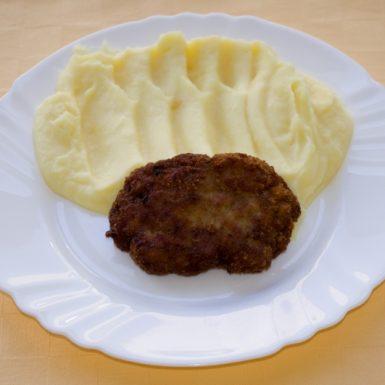 Mletý-rezeň-so-syrom-zemiaková-kaša1