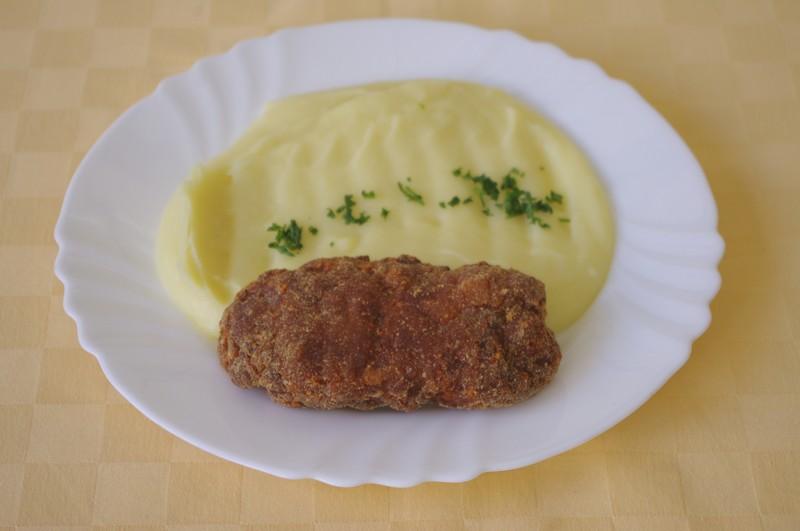 Mletý rezeň so syrom, zemiaková kaša