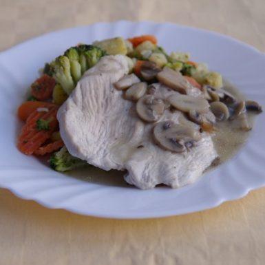 Morčacie-prsia-na-šampiňónochdusená-zelenina-na-masle