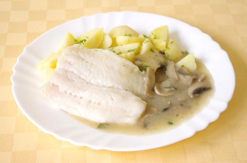 Pangasius na šampiňónoch, zemiaky s vňaťou