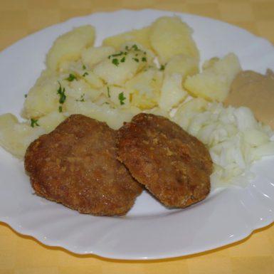 Pečené-bravčovinky-s-horčicou-a-cibuľouzemiaky-s-vňaťou