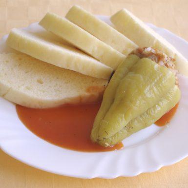 Plnená-paprika-s-robi-mäsom-a-ryžouparadajková-omáčkaknedľa