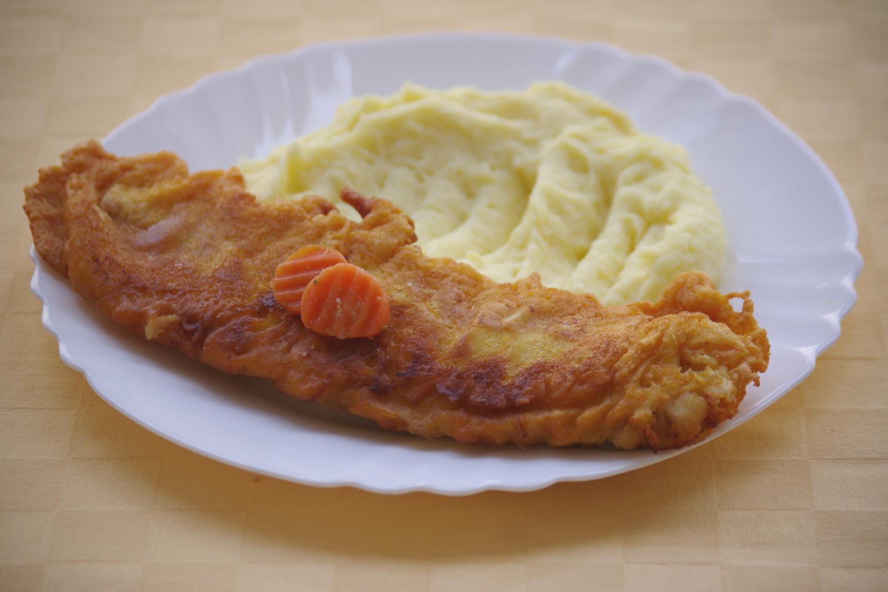Ryba Hoki v mrkvovom cestíčku, zemiaková kaša
