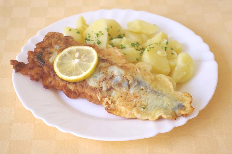 Ryba Hoki v syrovom cestíčku, zemiaky s vňaťou