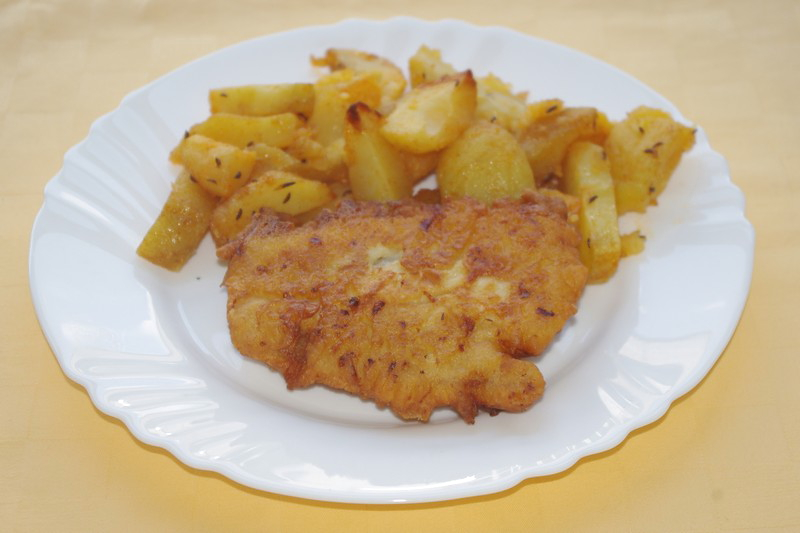 Ryba Mahi-mahi v syrovom cestíčku, pečené zemiaky
