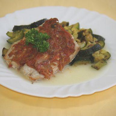 Ryba-Mahi-mahi-na-dalmátsky-spôsobpečená-cuketa